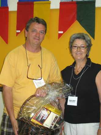 Serge reçoit le deuxième prix du Public lors du Symposium l'Art Salin de Carleton-sur-Mer